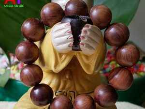 Vòng đeo tay gỗ sưa