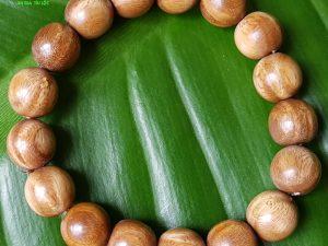 Vòng đeo tay gỗ bách xanh