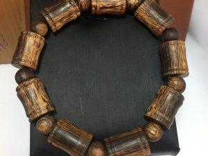 Vòng đeo tay trầm hương đốt trúc
